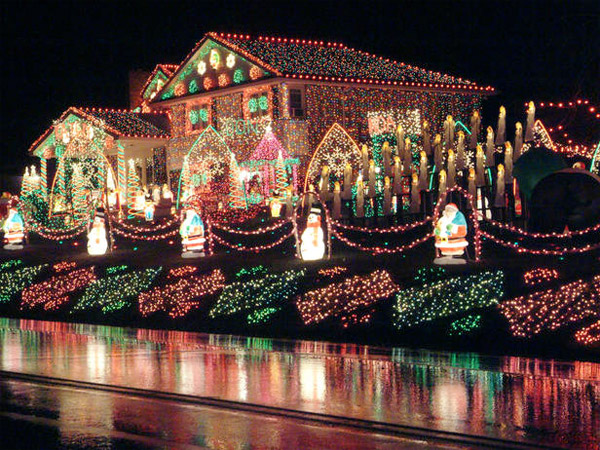 Faucher Family Christmas Light Display - Extravagant