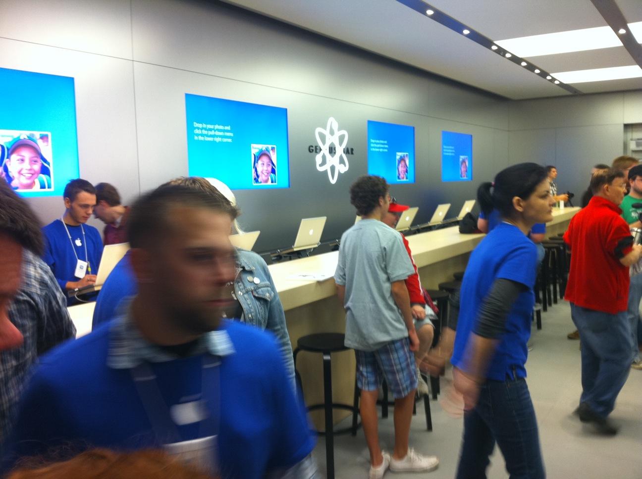Genius Bar in New Apple Store - Galleria St. Louis