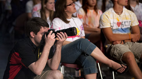 Jeff Geerling shooting photos with Nikon at Steubenville Youth Conference