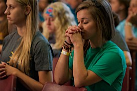 Girls praying at steubenville