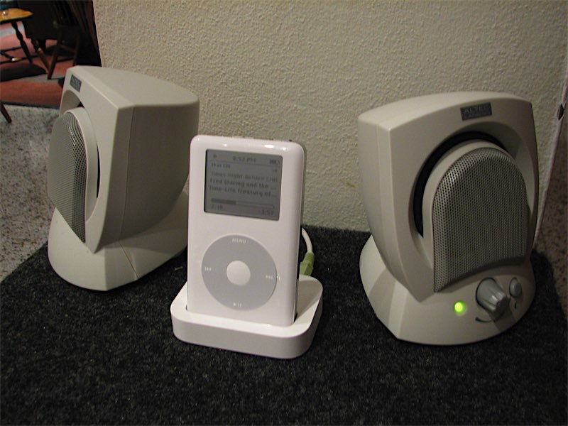 Clickwheel iPod 4th gen with Altec Lansing speakers