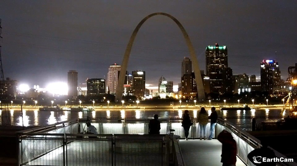 EarthCam St. Louis Downtown from across the river - September 23 2018