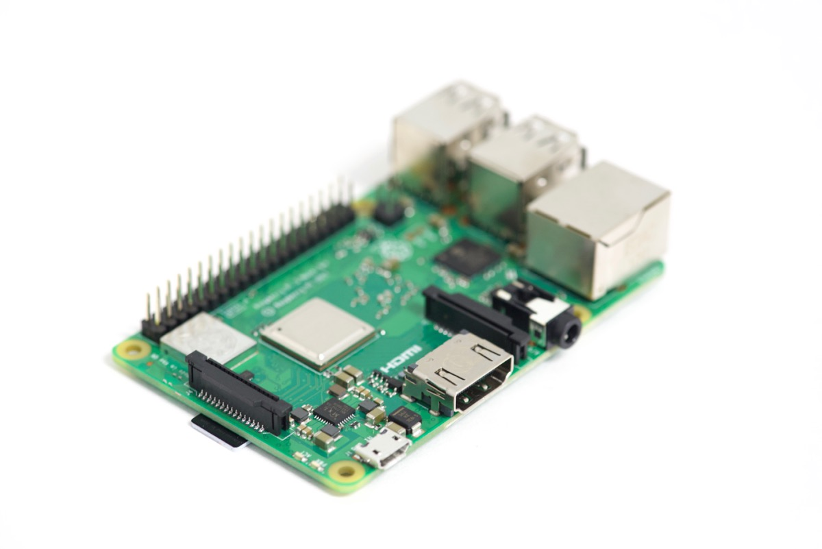 Raspberry Pi focus stack second image focused on hdmi and circuits